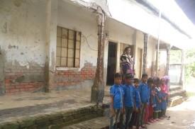 বদলিতদবিরে 'শিক্ষক শূন্য' মোড়েলগঞ্জের বিদ্যালয়টি!