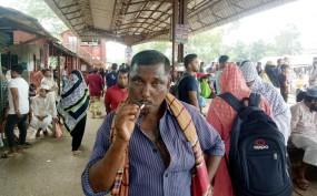 শ্রীপুরে পাবলিক প্লেসে ধূমপানে অতিষ্ঠ যাত্রীরা