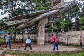 বরিশালে বিমানের নিচে ক্রিকেট খেলার ছবি ইএসপিএনে