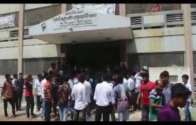 মাগুরায় কলেজ ছাত্র সংসদের দাবীতে অধ্যক্ষের কক্ষ ঘেরাও