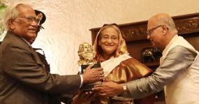 ঠাকুর পিস অ্যাওয়ার্ড পেলেন শেখ হাসিনা