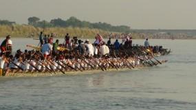 মহম্মদপুরে নৌকাবাইচ, মধুমতির পাড়েলাখো মানুষ