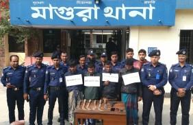 মাগুরায় আন্ত: জেলা ডাকাত দলের সদস্যকে আটক করেছে পুলিশ