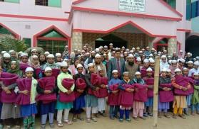 আত্রাইয়ে এতিমখানার শিক্ষার্থীদের মাঝে কম্বল বিতরণ