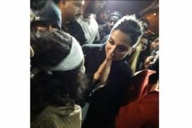 'রাজনৈতিক' দীপিকাকে ঘিরে টুইটারে পক্ষে-বিপক্ষে ঝড়