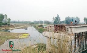 ঠাকুরগাঁওয়ে হুমকিতে ৪ কোটি টাকার ব্রীজ, নির্মাণাধীন ব্রীজের পাশেই বালু উত্তোলন