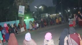 বাকৃবিতে সিটের দাবিতে ছাত্রীদের সড়ক অবরোধ