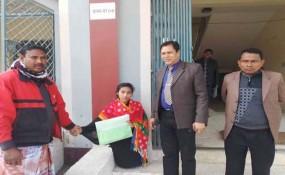 নবাবগঞ্জে দুই পা না থাকলেও শিক্ষা থেকে পিছিয়ে নেই ফাতেমা