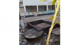 শ্রীপুরে টয়লেটের টাংকির উপর শহীদ মিনার নির্মাণ