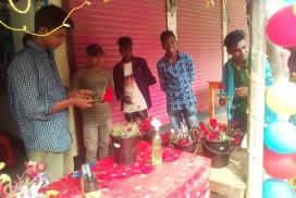নবাবগঞ্জে গোলাপের পিস ৭০ টাকা
